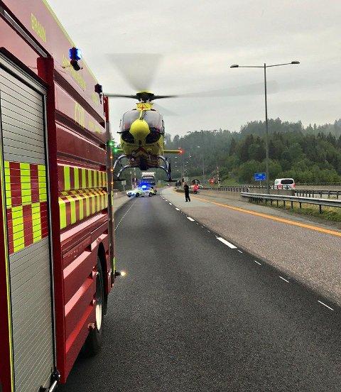 LUFTAMBULANSE: Den skadde sjåføren ble bragt til Ullevål sykehus med luftambulanse.