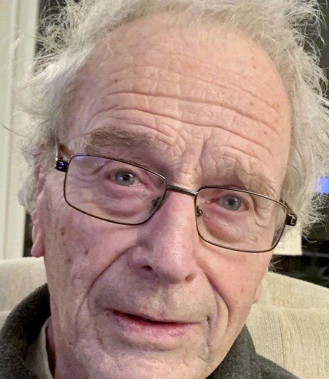 Hans August Karlsen er en vital 90-årsjubilant. Han fyller år tirsdag 9. mars. FOTO: PRIVAT