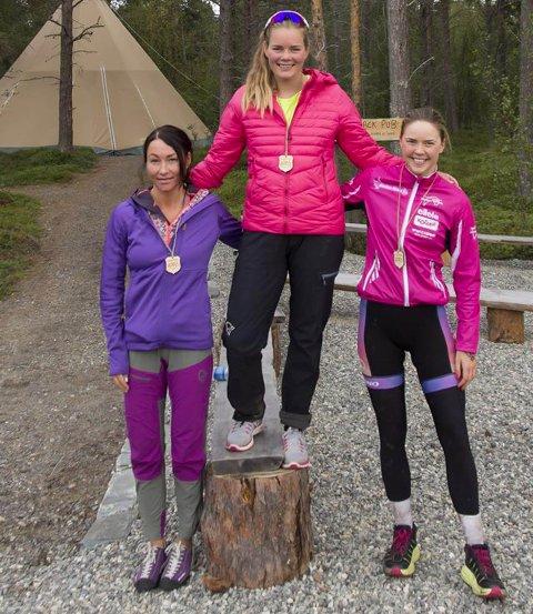 DAMEPALLEN: Vinner Eva Bjørkesett, toer Camilla Walseth (til venstre) og treer Martine Hoaas. NOFTRI 2018. Foto: Jon Vidar Bull