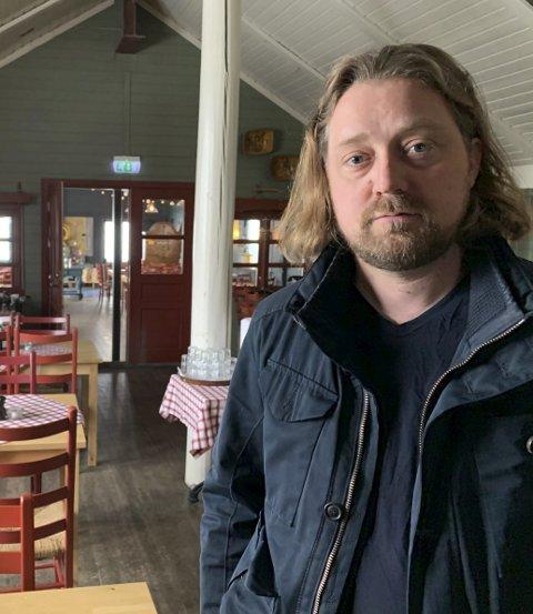 Hotellvert: Hotelldirektør Einar Zakkæus Gurholt har mange jern i ilden. Her i Gildehallen som har vokst til det dobbelte det siste året.
