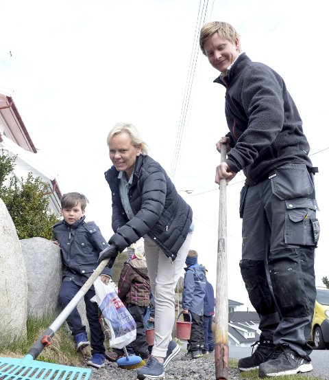 Lahelle vellag: Anette Hvitstein og Henrik Sørhagen oppfordrer andre vellag, skoler, barnehager og nærmiljøutvalg til søppeldugnad tirsdag 19 april.        Foto: Per Langevei