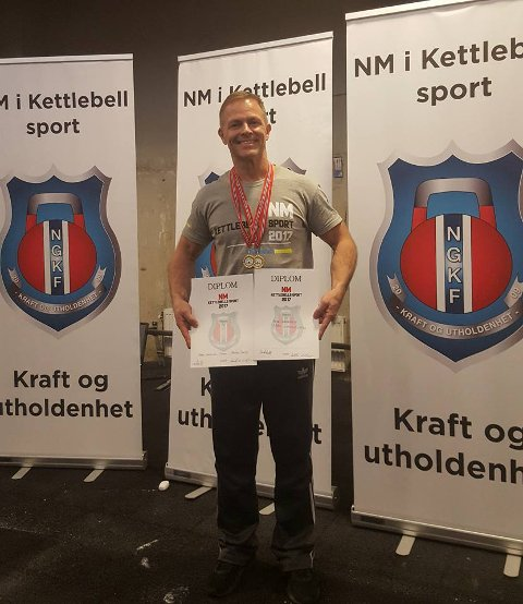 VINNER: Frode Samuelsen ble i helgen norgesmester i kettlebells. Foto: Privat.