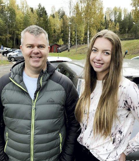 Far og datter: Rune Navjord og Natalie Gjersøe Finstad prøvde seg på glatt føre med elbil lørdag. – Her er det mye å lære, og noe å bli minnet på før vinteren kommer, sier Navjord. Alle foto: Pål Nordby