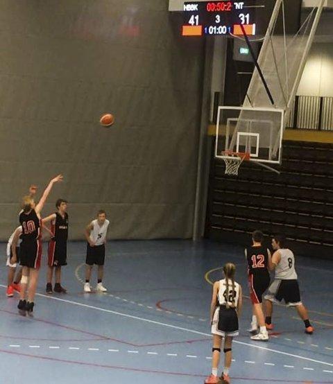 Hønefoss Basketballklubb vant to kamper i helgen.