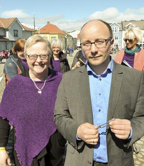 Korleder Elisabeth Myrstad og dirigent Ken Gøran Mikkelsen.