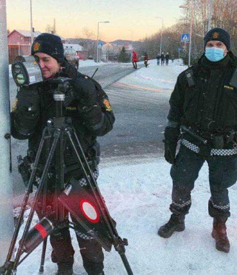 Politiet hadde fartskontroll ved Åsheim skole mandag ettermiddag.