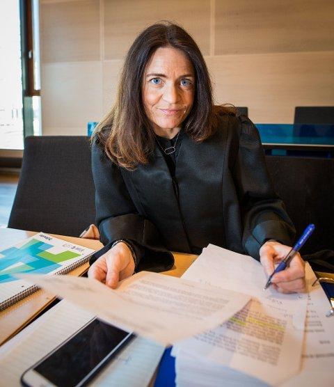 SJOKKERT: Advokat Cecilie Drechsler er bistandsadvokat for datteren til mannen som nå har rømt fra fengsel. Hun er sjokkert over at han fikk reise alene fra Vadsø til Bergen fengsel.