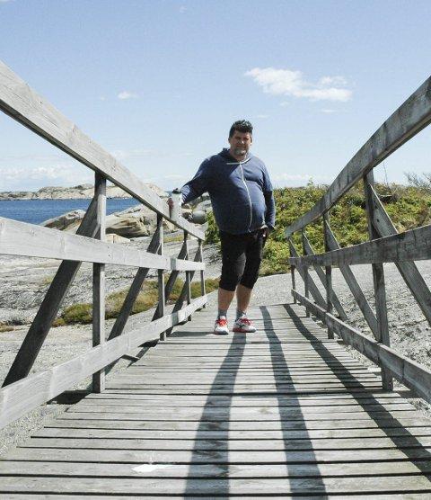 Barndomsminner: Kenn Roger Hansen har tilbrakt mye tid på Folehavna i sin barndom. Nå tar han med sin familie til stedet.
