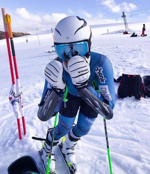 KJØRTE FORT: Carmen Sofie Nielssen imponerte i sitt aller første FIS-renn med andreplass. FOTO: PRIVAT