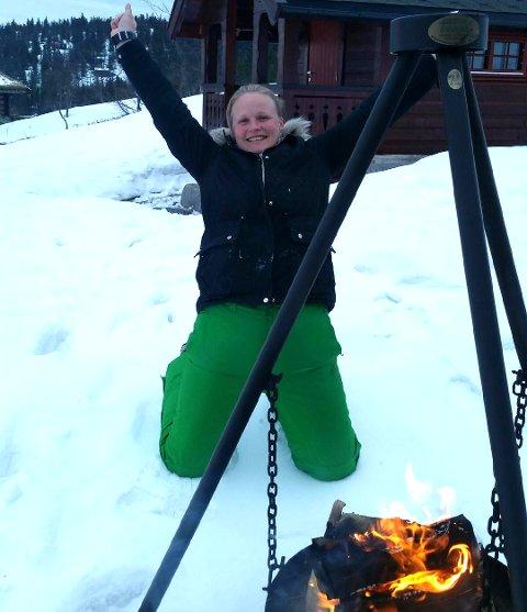 VILL JUBEL: Karina Abrahamsen på Vear kunne juble litt ekstra på påskeferie lørdag.  (Foto: Privat)
