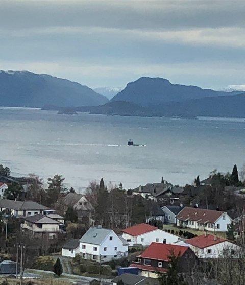 Ubåt på veg mot Husnes. Bildet er tatt i Herøysund. Foto: Kvinnheringen-tipsar.