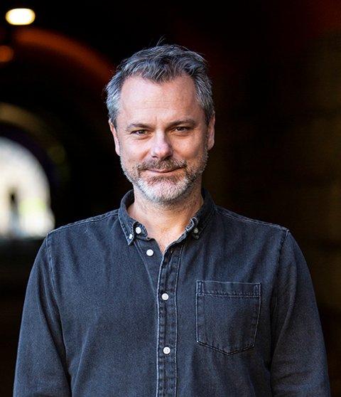 """SKILSMISSEBOK: Stian Johansen har skrevet novellesamlingen """"Skilsmissedalen""""."""