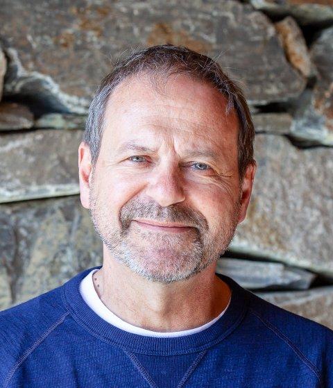ENMANNSFORESTILLING: Svein Tindberg har greid å formidle Bibelens innhold på en måte som gir gjenklang.