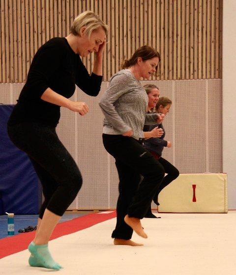 PÅ REKKE: Marte Henriksen, Gøril Bromstad, Ingrid Øydunn og Unni Marie Lindbak tripper fortere og fortere.