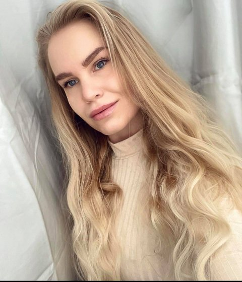 DANSELÆRER: Cecilie Andrea Stene Overholt har danset siden hun var liten og elsker å trene og bevege kroppen.