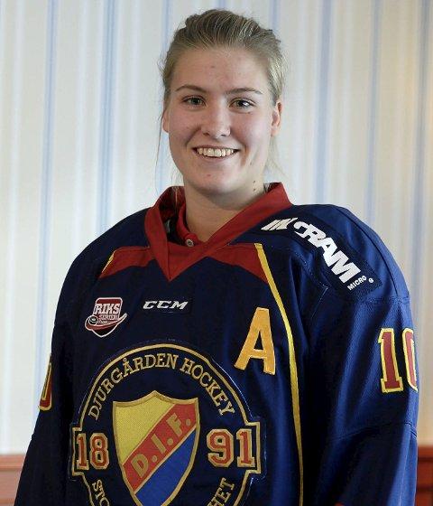Andrea Dalen (Djurgården): - Nora har et stort talent og potensial innen hockey. Mitt råd til henne for å lykkes er at hun er ydmyk, konkurranseinnstilt og jobber hardt for å bli bedre. Mens hun trener hardt, er det viktig å nyte og ha det moro.