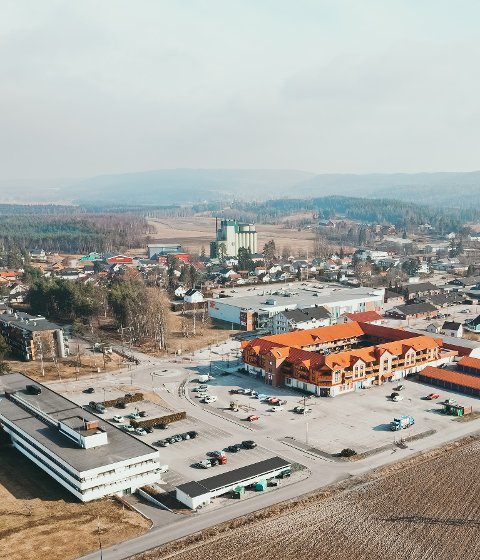 ARRANGERER MARKED: Lørdag går tidenes første Bygdas grommeste-marked av stabelen. Stedet er Tusenårsparken på Bjørkelangen.