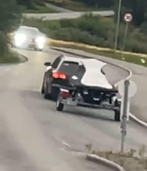 TYVERI: – Det er en toskete veg å kjøre om du skal stikke av med en scooter, sier Henrik Hagen som mistenker at det er amatører som ligger bak tyveriet fredag morgen.