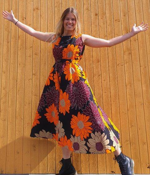 KJOLE: Bilde tatt av en kjole fra Ingers kolleksjon.  Modell er Selja Ryøppy. Foto: Privat