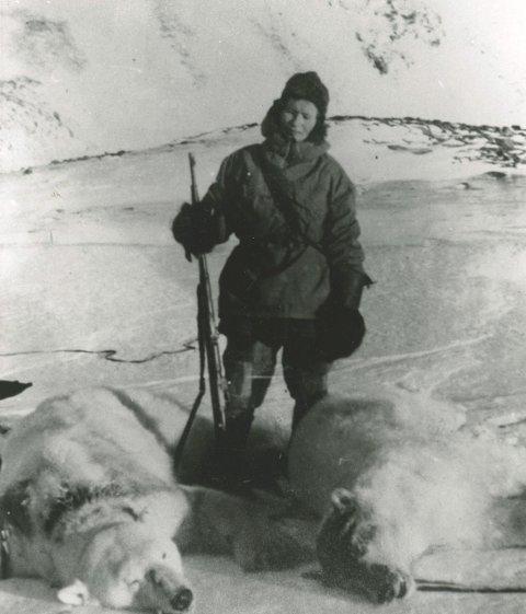 Isbjørn ble totalfredet i 1973. Wanny og Anders rakk å felle 77 bjørn i løpet av de fem vintrene sine på Svalbard. Alle foto: Svalbard museum
