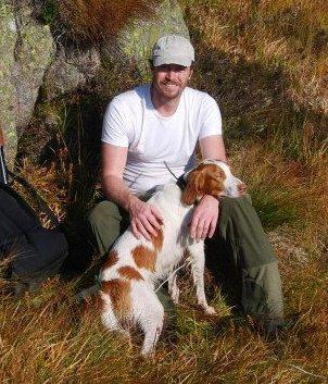 HUNDEEIER: Colin W. Peck sammen med en av hundene som ble avlivet av sauebonden mandag.