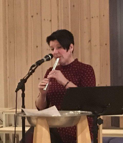 Sang og spilte: Marianne Tovsrud Knutsen både sang og spilte for Årets Julegave.