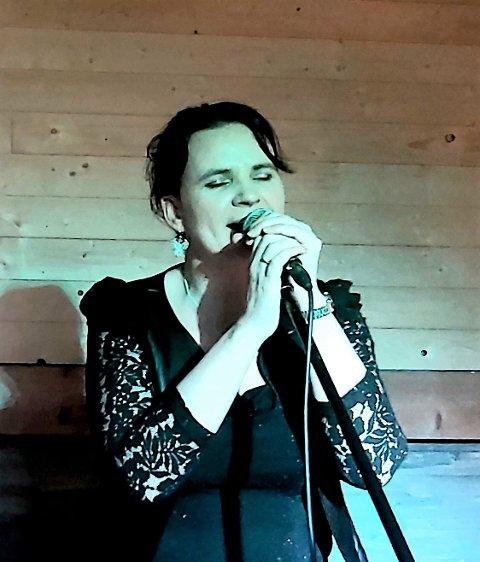 """- Det er songar eg har gråte meg gjennom å laga, som til dømes """"Man Overboard"""", seier Silje Steinsund Rød (43)."""