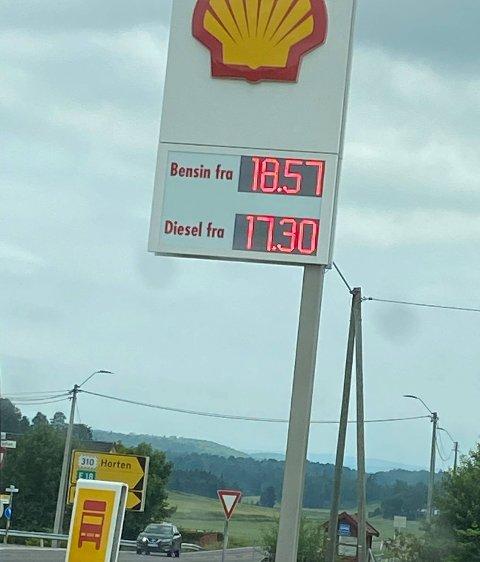 HØYE PRISER: Dette viste prisoversikten på Shell-stasjonen ved Svinevoll i dag.