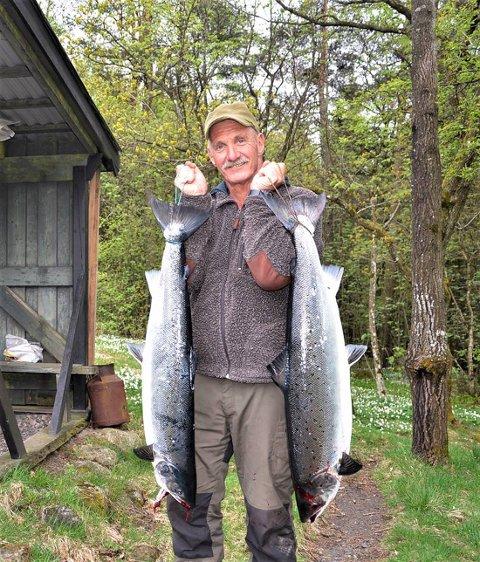 Den første: 11 kilo var vekten på laksen Tom Arne Nilsen halte i land i Åbyfoss mandag.