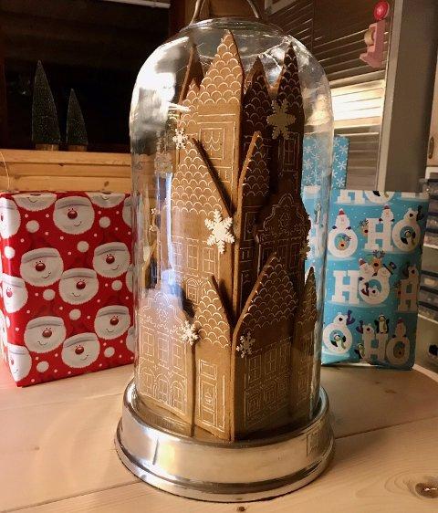 BESTILT: Her er slottet inne i glasskuppelen - som bestilt.