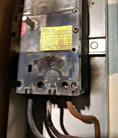 SKUMMELT: Slik så sikringsskapet ut etter varmgangen.