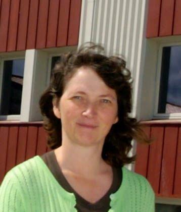 FORTSETTER: Eyvor Jahren fortsetter som rektor ved Jevnaker skole .