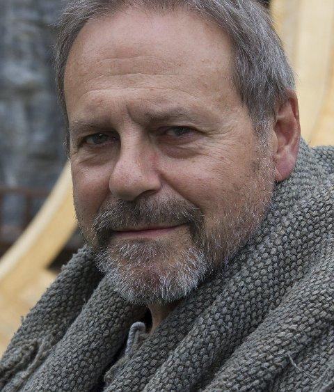 Svein Tindberg som Tore Hund i Mostraspelet.