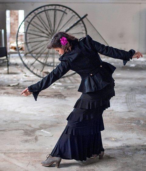 NONSTOP: Dansekunstner Hanne M. Knutsen har premiere på flamenco-monologen Distriktsdanseren. (Pressefoto)