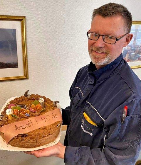 Bjørnar Bech-Hansen har kun hatt en arbeidsgiver. Etter 40 år i bilbransjen har han fått med seg en rivende utvikling.