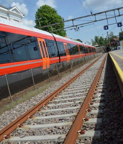 Kan bli støy: Det skal gjøres noen arbeider på jernbanestrekningen Holm-Larvik etter påske. Foto: Sigfrid Kvasjord