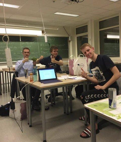 Hard jobbing: Elevane frå Austrheim jobba intensivt dei tre dagane dei var i Stjørdal.