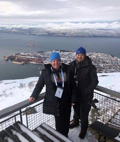 """ENGASJERT: Hanne Dyveke Søttar (t.h.) reagerer sterkt på at Nordisk Film ikke har fått ta inn to personer fra Frankrike og England for å ferdigstille """"Kampen om Narvik"""". Her sammen med partifelle Silje Hjemdal."""