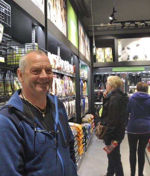 FLOTT: Dette har blir en flott butikk, slår kunde Johann Pedersen fast.