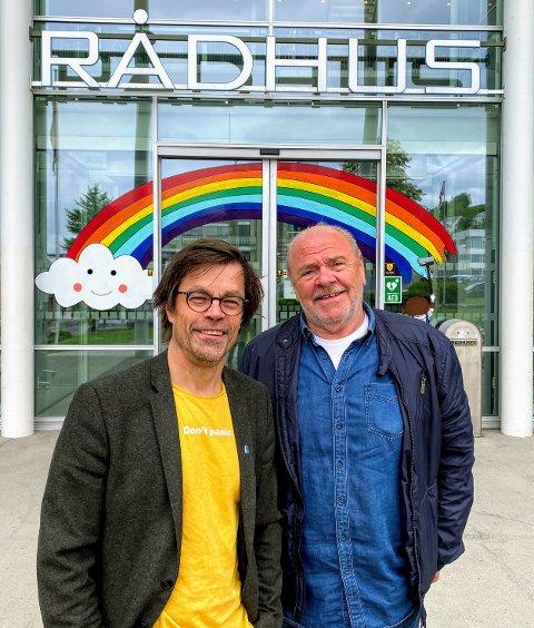SOMMERJOBB: Fra venstre: Kommunikasjonssjef Pål Jakobsen og Egil Jens Pettersen.