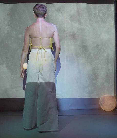 DANSEFORESTILLING: Prosjektet til Lieu Le kombinerer design og dans. Her fra forestillingen i London i sommer.