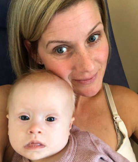 SOLSKINNSBARN: – I Norge kaller man det for solskinnsbarn. Det passer, for når hun skinner opp er det som et solskinn, sier Emma Johansson om datteren My til Aftonbladet.