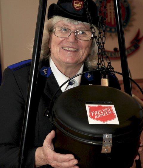 Den gode samaritan: Bjørg Irene Nilsen jobber som frivillig for Frelsesarmeen i Valdres. Det er et arbeid hun trives stort med. Nå er det snart jul og da er det Frelsesarmeens julegryte som står i fokus.