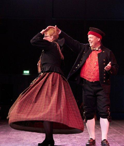 Svein Granøien og Heidi Tovmo fra Røros Folkedanslag
