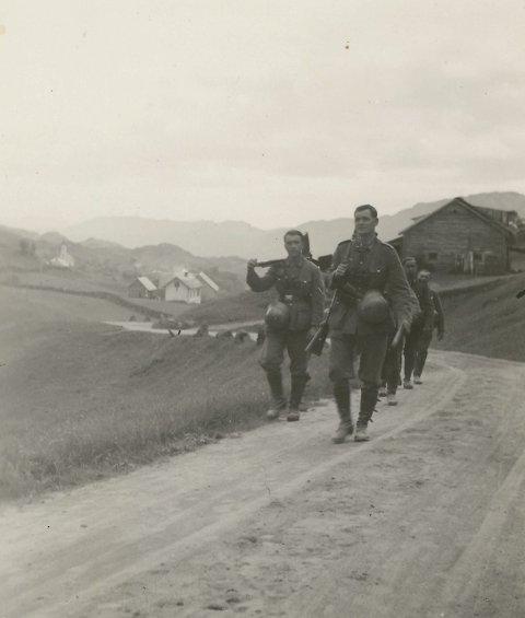 UNIK: Bileta viser ein tropp med tyske soldatar på patrulje mot Manger