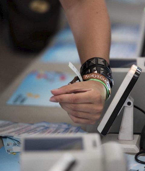GODT BRUKT LØSNING: Mange brukte festivalbåndet som lommebok under Stavernfestivalen. Nå er det på tide å få pengene du ikke brukte tilbake.