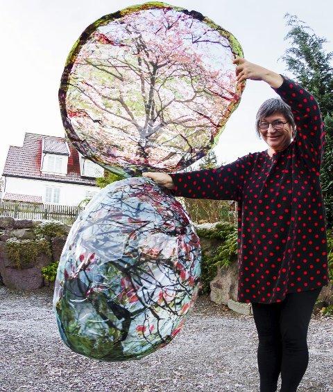 Festival: Kunstner Galina Manikova skal pynte Borrehaugene med is og plast. Alle foto: Kine Bækkevold