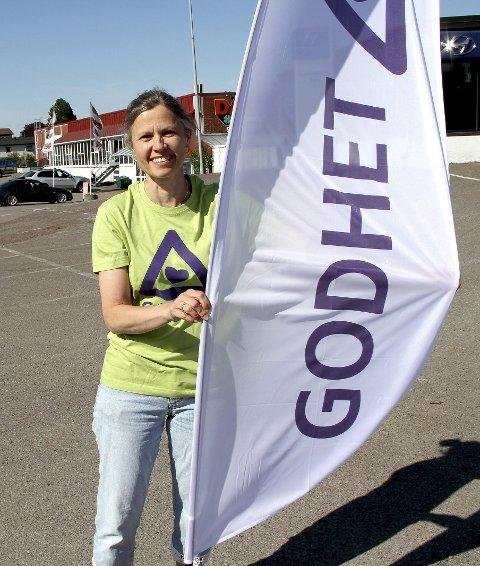 KLAR TIL AKSJON: Astrid Nåtedal Holmen er spent foran den første godhet-aksjonen i Holmestrand. foto: lars ivar hordnes