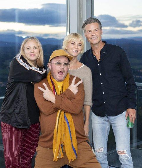 DENNE UKEN: Vegard Hansen, Per Sundnes, Bertine Zetlitz og Fam Irvoll kjemper om ukesseieren i fire stjerners middag på TV Norge.