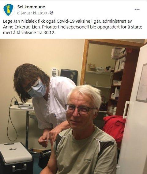 Da vaksineteamet i Sel hadde en dose til overs valgte de å gi den til fastlege Jan Nizialek. Ansatte ved legekontoret er viktige for å sikre legeberedskapen i kommunen. Bildet er fra kommunens Facebookside.